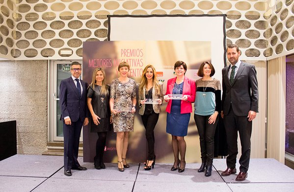 Premio Women at RRHH Womenalia - Las 3 premiadas con patrocinadores.jpg