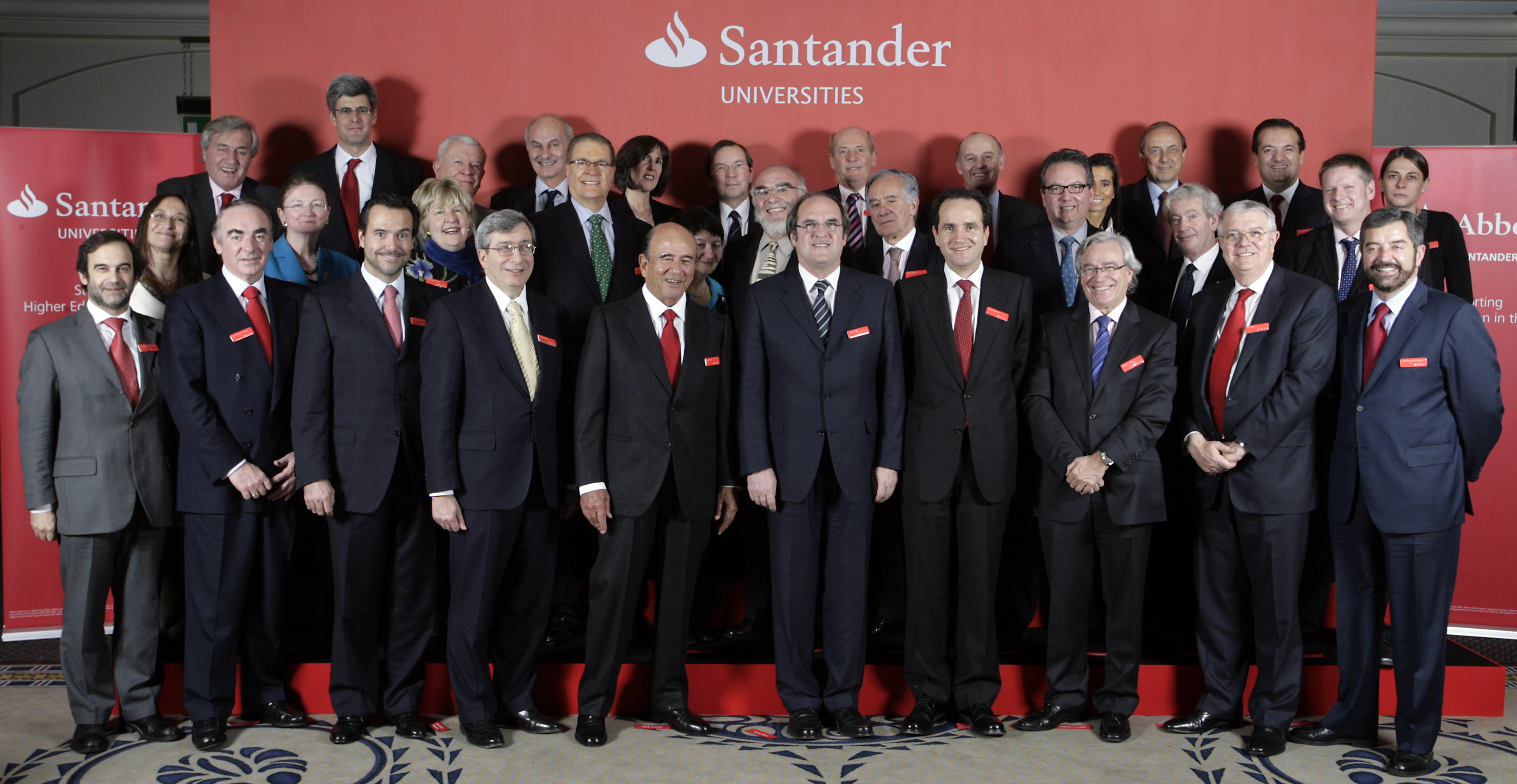 Mujer y visibilidad la asignatura pendiente el coraz n for Banco santander abierto sabado madrid