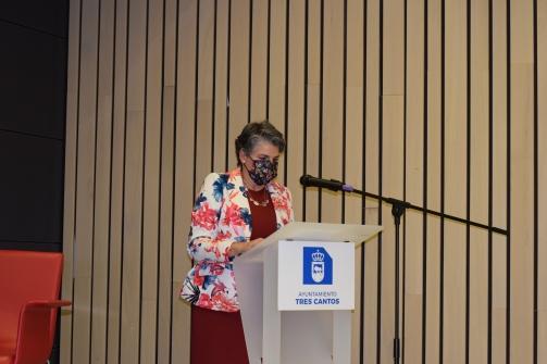 08 Rosa Allegue comienza la presentación